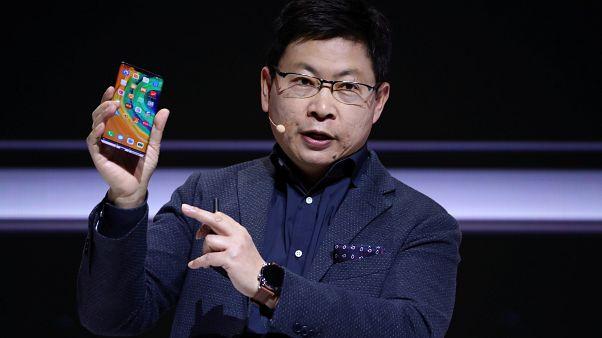 """Huawei, Google uygulamalarının yer almadığı yeni modeli """"Mate 30""""u, Münihte tanıttı"""