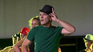 Banderas lleva Broadway a Málaga con 'A Chorus Line'