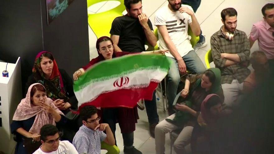 Le donne iraniane sono molto appassionate di calcio.