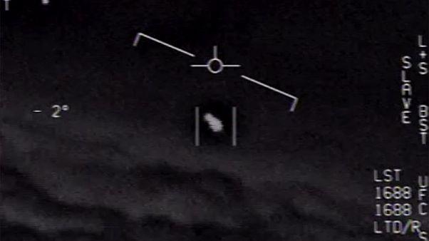 صورة من شريط مصور بثتها أكاديمي ستارز للفنون والعلوم لما قالت إنه جسم فضائي غريب.