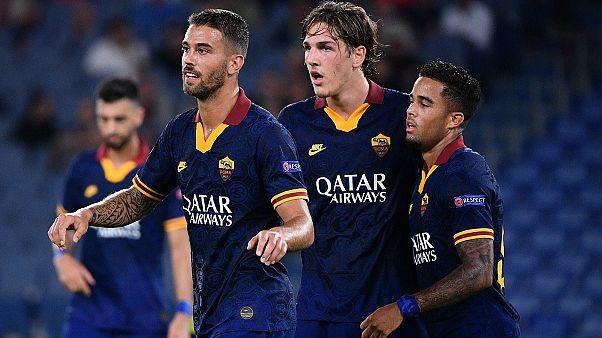 Spinazzola, Zaniolo e Kluiver festeggiano la vittoria della Roma.
