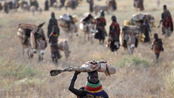 Una mujer turkana emigra en busca de agua en el Triángulo de Ilemi, Kenia. El 23 de julio de 2019.