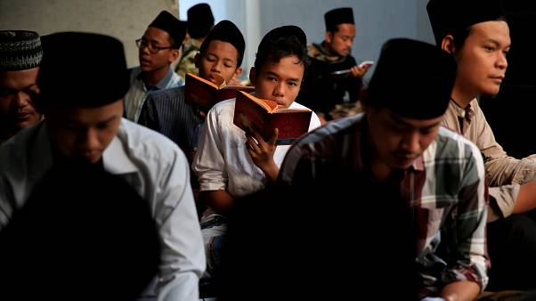 Zinayı yasaklamaya hazırlanan Endonezya'da milyonlarca kişi hapis cezasıyla karşı karşıya