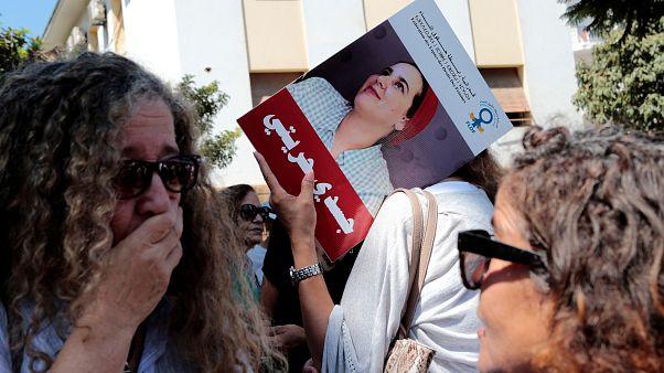 خلال مظاهرة خارج محكمة الرباط التي تعمل على قضية الصحفية المتهمة بالإجهاض و الزنا هاجر الريسوني، المغرب-أرشيف رويترز