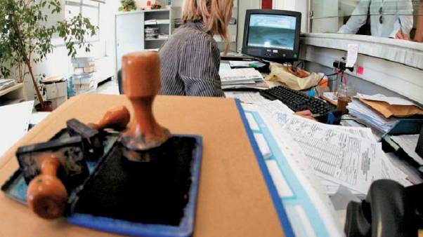 Ερευνα του ΑΠΘ για το Δημόσιο: Πώς ένα στυλό από 30 λεπτά φτάνει τα 70 ευρώ