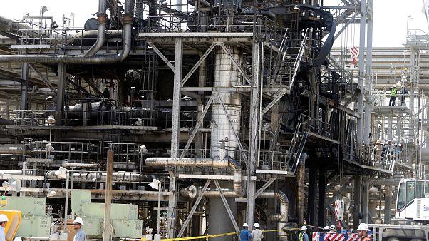 منشأة النفط في الخريص التابعة لشركة أرامكو كما تبدو بعد الهجوم الذي استهدفها ومنشأة أخرى في البقيق شرق السعودية. 20/أيلول/2019