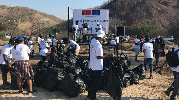EU organises beach cleanup events worldwide to raise awareness of marine pollution