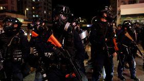 شاهد: الشرطة تفرق المتظاهرين في هونغ كونغ في أسبوع الاحتجاجات السادس عشر