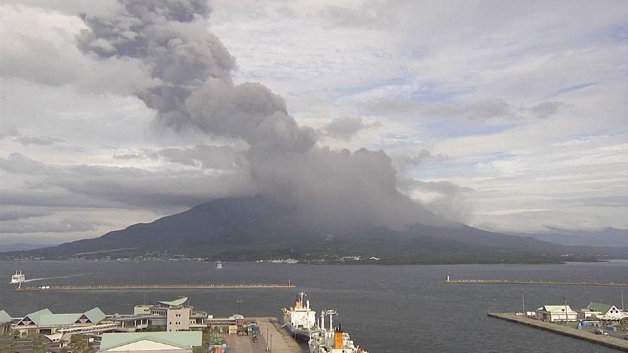 فوران آتشفشان ساکوراجیما در ژاپن؛ پخش وسیع خاکستر در شهر کاگوشیما