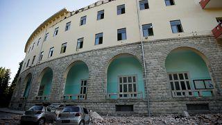 Arnavutluk'ta 'son 30 yılın en büyük depremi' meydana geldi