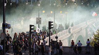 Video: Fransız polisinden iklim yürüyüşünü dağıtan Kara Blok ve Sarı Yelekliler'e müdahale