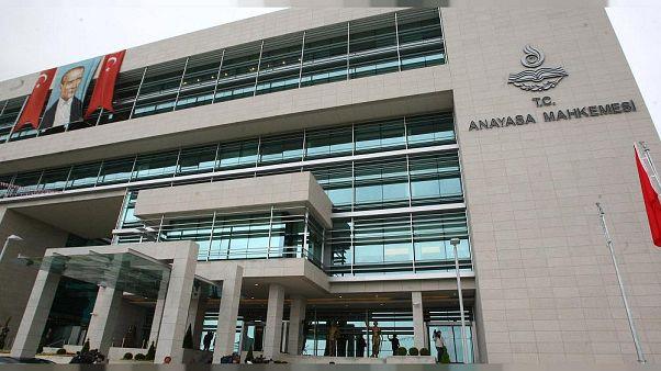 Neslihan Sungur eşiyle Çağlayan'daki İstanbul Adalet Sarayı'na gelerek, avukat Umur Yıldırım'dan şikayetçi oldu.