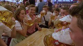 شاهد: إقبال كبير على أكبر مهرجان للجعة في العالم