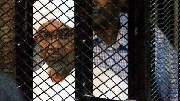 El-Beşir'in konutunda bulunan para yığınları duruşmada delil olarak sunuldu
