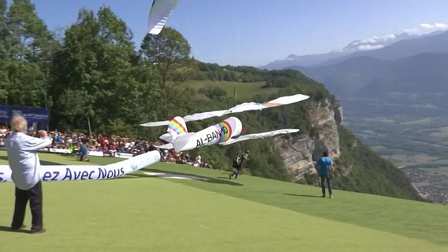 Global free flight festival: colorful carnival in the French Alps