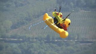 Riesenente und Harry Potter - Phantasievolles Paragliden