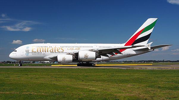 تحويل مسار رحلتين من مطار دبي الدولي بعد الاشتباه في وجود طائرة مسيّرة في الجوّ
