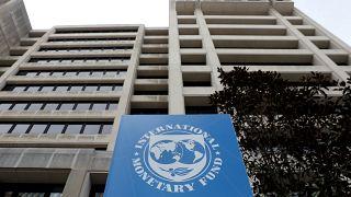 Προειδοποιήσεις θεσμών για την ελληνική οικονομία