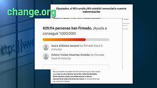 """Más de medio millón de españoles exigen a los políticos que no cobren """"si no hacen su trabajo"""""""