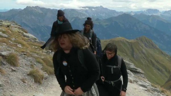 """В Альпах """"похоронили"""" ледник"""