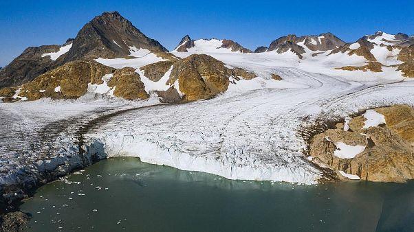 Photo aérienne du glacier Apusiajik au Groenaland le 17 août 2019