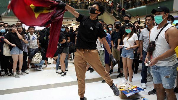 Alevler, lazer ve biber gazı: Hong Kong'daki protestolarda şiddetin dozu artıyor