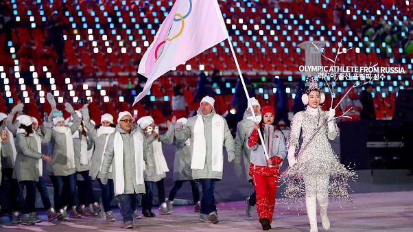 Atletas russos desfilaram sob a bandeira olímpica nos Jogos Olímpicos de Inverno, em Pyeongchang