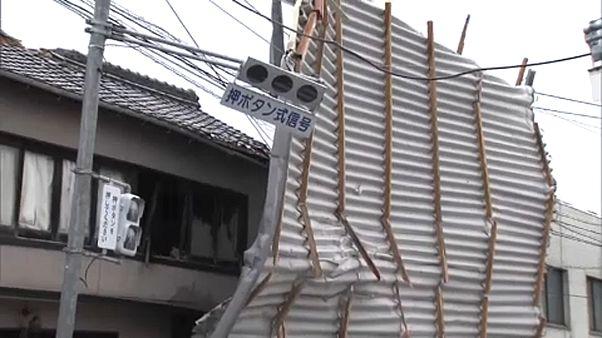 Kitombolta magát a Tampa tájfun Japánban