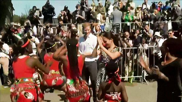 رقص شاهزاده هری و همسرش مگان با بومیان آفریقای جنوبی