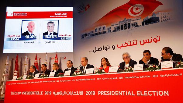 نبيل بافون رئيس الهيئة العليا المستقلة للانتخابات خلال الإعلان عن نتائج الجولة الأولى من الانتخابات الرئاسية في تونس