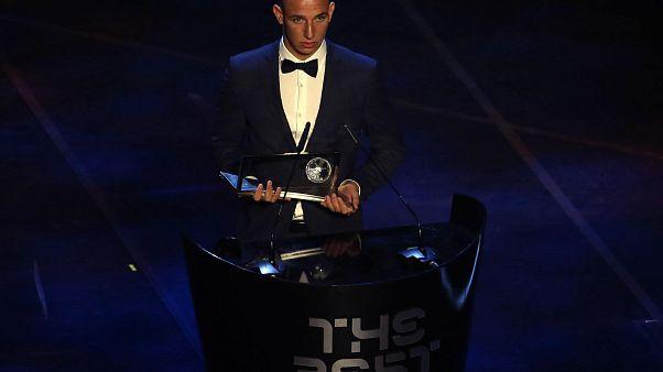Zsóri Dániel kapta az év legszebb góljáért járó Puskás-díjat a FIFA-gálán