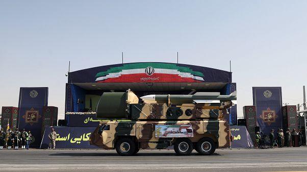الجيش الإيراني يستعر صواريخ خلال احتفال بعيد الجيش الوطني يوم الاحد 22 أيلول سبتمبر. طهران ع/ط رويترز.