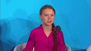 """ترامب يسخر من الناشطة السويدية الشابة تونبرغ ويقول إنها تبدو """"سعيدة للغاية"""""""