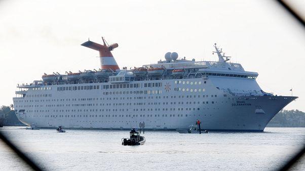 Norvégia a fjordjait, Cannes a kikötőjét zárja le az óriási üdülőhajók előtt