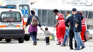 Ocean Viking, i migranti sbarcano a Messina