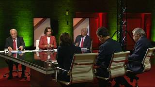 "Costa defende ""geringonça"", Rio critica carga fiscal"