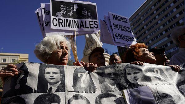 Spagna: la Corte Suprema approva lo spostamento della salma di Franco