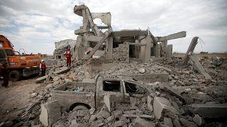 در حملات هوایی به یک شهر تحت کنترل حوثیها در یمن ۱۷ نفر کشته شدند