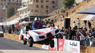 """شاهد:  تحدي سباق السيارات """"الطائرة"""" محلية الصنع في الأردن"""