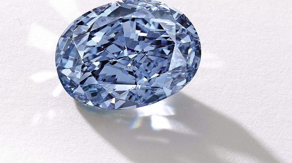 A 'De Beers Millennium Jewel 4' nevű, 10.10 karátos kék gyémánt Hongkongban