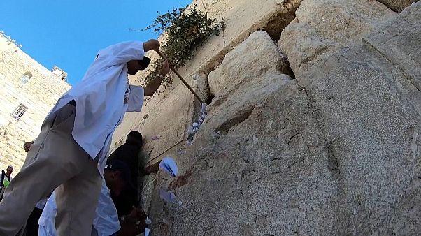 Kudüs'teki Batı Duvarı'nda sonbahar temizliği