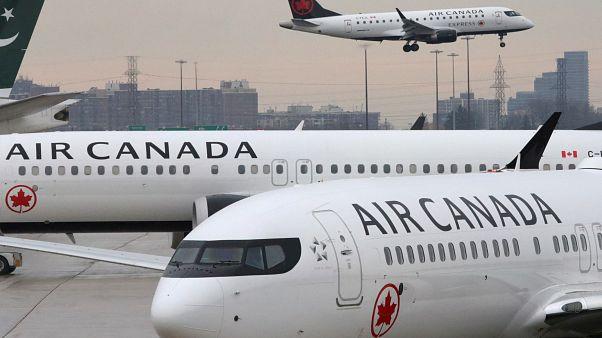 """طائرات تابعة لشركة الخطوط الجوية """"إير كندا"""""""