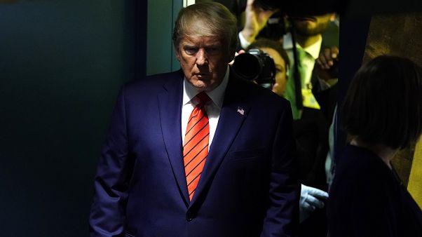 Donald Trump confirma suspensão da ajuda à Ucrânia