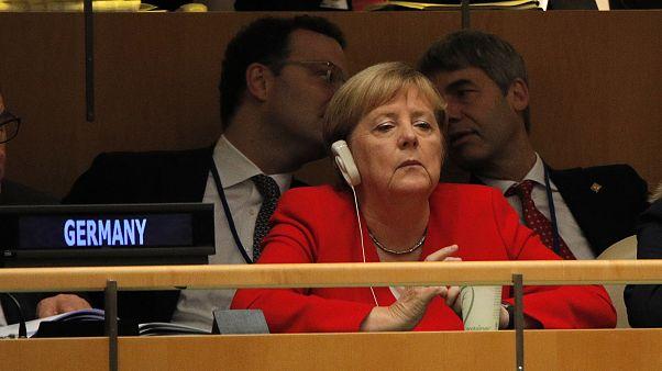 آنگلا مرکل: از مذاکره ایران و آمریکا استقبال میکنم اما لغو همه تحریمها واقعبینانه نیست