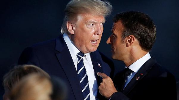 الرئيس الفرنسي إمانويل ماكرون برفقة نظيره الأمريكي دونالد ترامب خلال قمة مجموعة السبع
