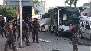 Adana'da çevik kuvvet polislerini taşıyan araca bombalı saldırı: Yaralılar var