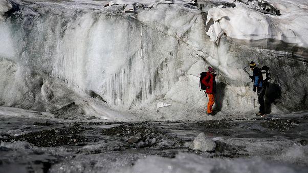 علماء وخبراء يحّذّرون من مخاطر تهدد الحياة على الأرض جرّاء تغيّر المناخ