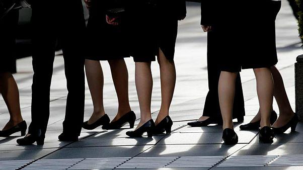 İngiltere'de etek altı fotoğraf çeken bakanlık çalışanı yargı önünde: Bu suçtan yargılanan ilk kişi