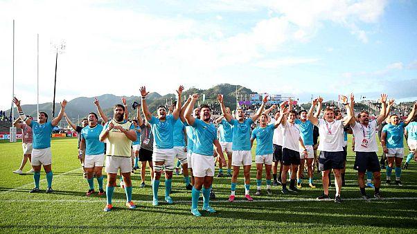 Les rugbymen uruguayens célébrant leur victoire sur les Fidji (30-27), le 25 septembre 2019 à Kamaishi