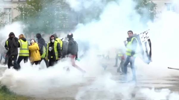 'Yellow vest' protests continue, clashes with riot police in Nantes